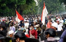Lihat, Massa Pendukung Habib Rizieq Membeludak, 200 Orang Ditangkap - JPNN.com