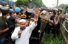 Begini Reaksi HRS soal Massa Pendukungnya Bentrok dengan Polisi - JPNN.com