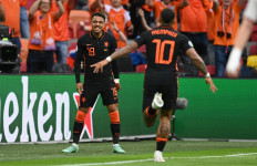 EURO 2020: Frank De Boer Kebingungan Cari Pendamping Memphis Depay - JPNN.com
