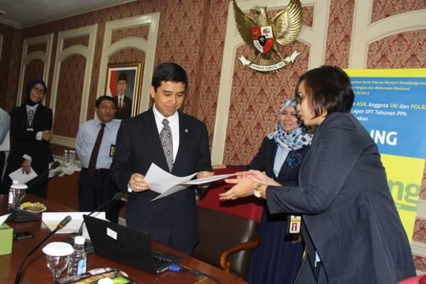 Menteri PANRB Lapor SPT Tahun 2015