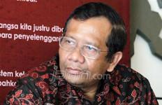 Bawaslu Bela Eks Koruptor, Mahfud MD: Abaikan Saja - JPNN.com