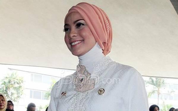 9 Tahun Menikah Secara Siri, Rachel Maryam Kini Sudah Lega  - JPNN.com