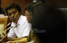 Adian Napitupulu Lihat Potensi 6 Juta Pekerja Kena PHK - JPNN.com