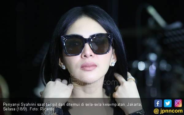 Syahrini Mengaku Sedang Sedih - JPNN.com
