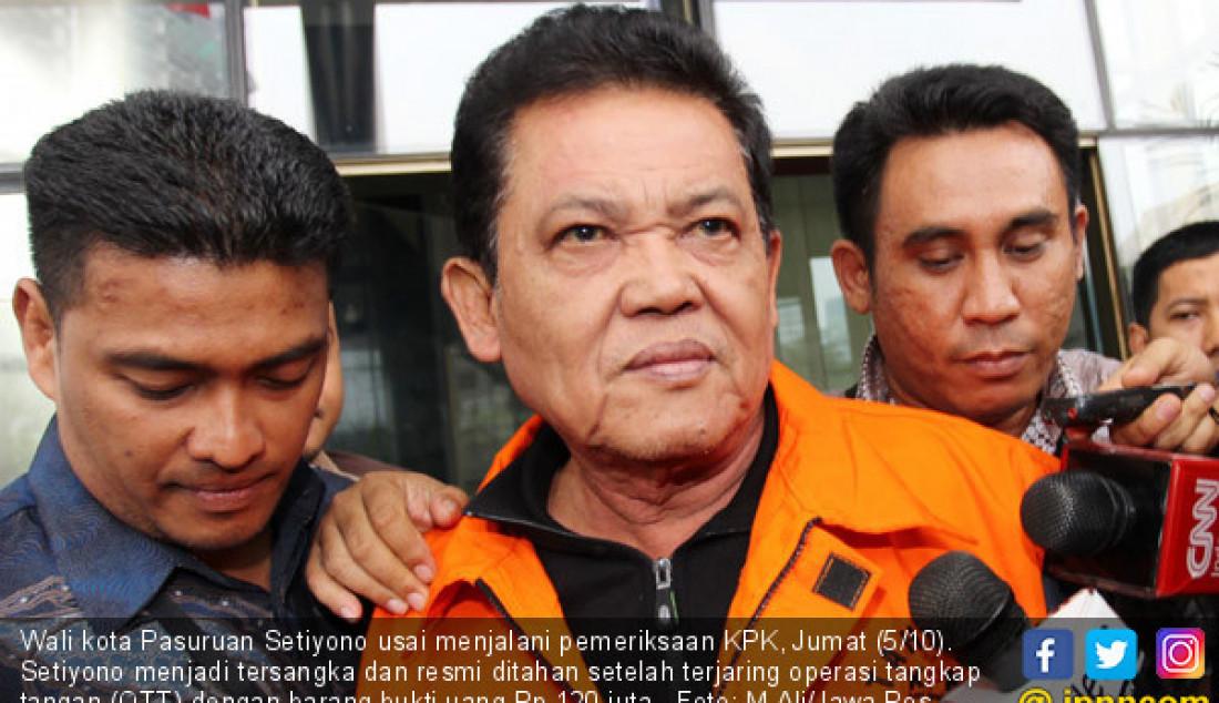 Wali kota Pasuruan Setiyono usai menjalani pemeriksaan KPK, Jumat (5/10). Setiyono menjadi tersangka dan resmi ditahan setelah terjaring operasi tangkap tangan (OTT) dengan barang bukti uang Rp 120 juta. Foto: M Ali/Jawa Pos - JPNN.com