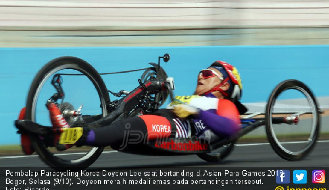 Pembalap Paracycling Korea Doyeon Lee saat bertanding di Asian Para Games 2018, Bogor, Selasa (9/10). Doyeon meraih medali emas pada pertandingan tersebut. Foto: Ricardo - JPNN.com