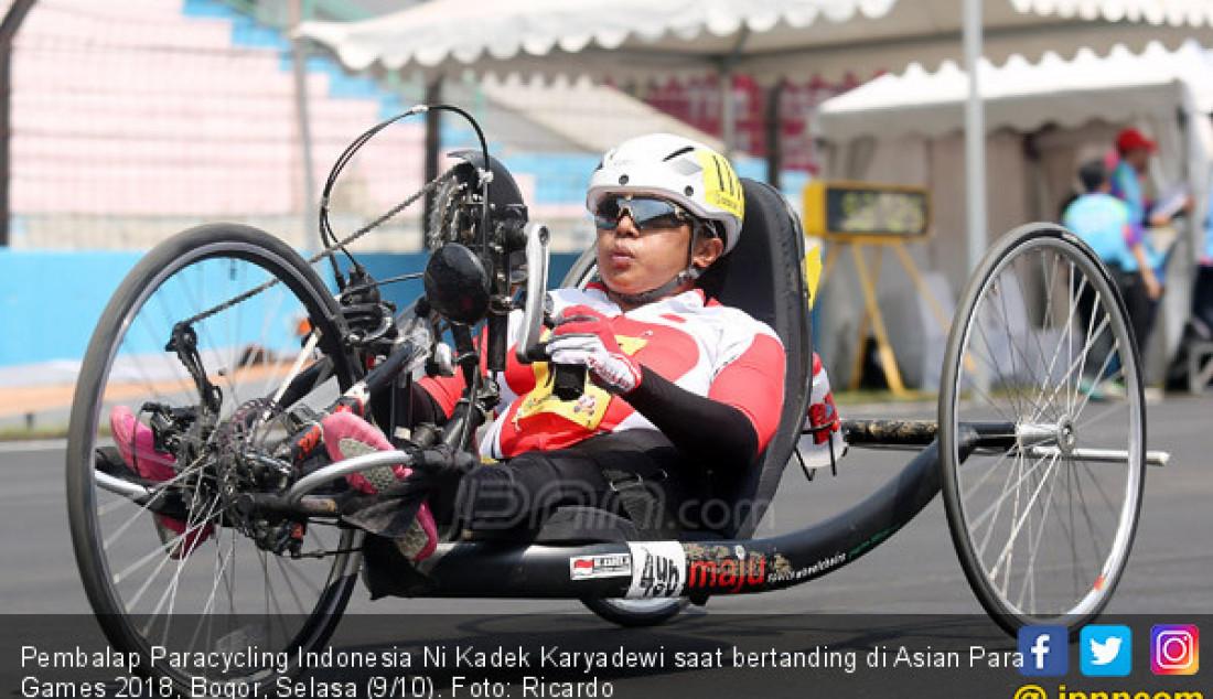 Pembalap Paracycling Indonesia Ni Kadek Karyadewi saat bertanding di Asian Para Games 2018, Bogor, Selasa (9/10). Foto: Ricardo - JPNN.com