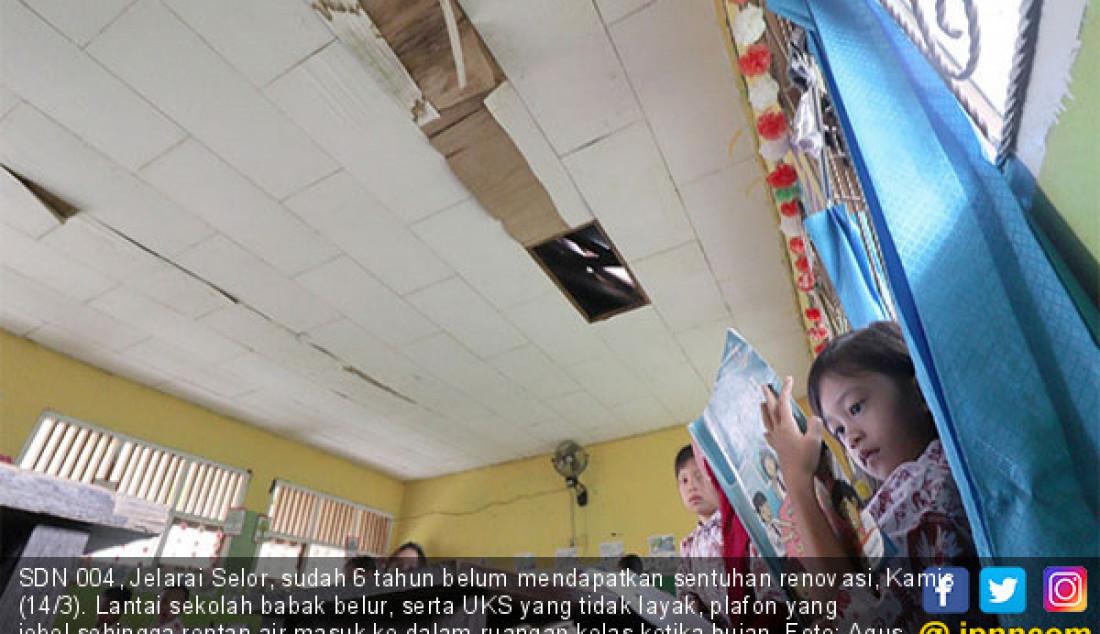 SDN 004, Jelarai Selor, sudah 6 tahun belum mendapatkan sentuhan renovasi, Kamis (14/3). Lantai sekolah babak belur, serta UKS yang tidak layak, plafon yang jebol sehingga rentan air masuk ke dalam ruangan kelas ketika hujan. Foto: Agus P/Berau Post - JPNN.com