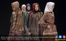Perancang Busana Itang Yunasz Dengan Koleksi Kamilaa Tampil di Indonesia Fashion Week 2019 - JPNN.com