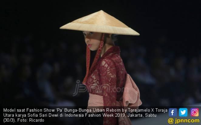 Fashion Show 'Pa' Bunga-Bunga Urban Reborn by Torajamelo X Toraja Utara karya Sofia Sari Dewi