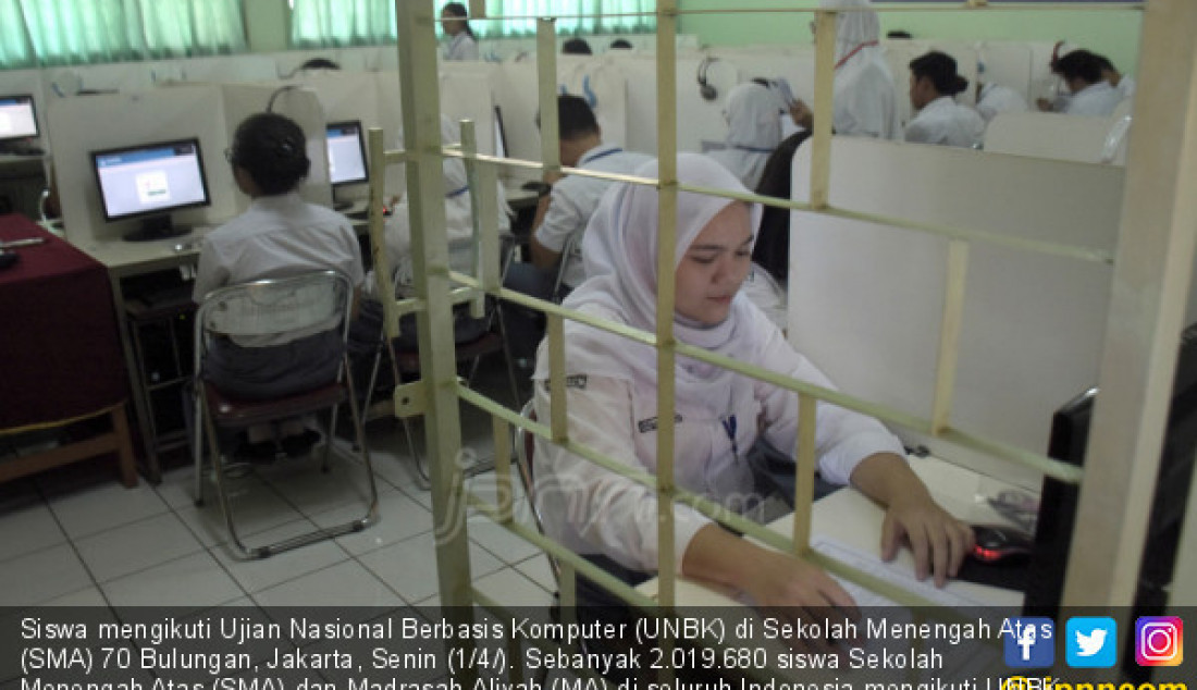 Siswa mengikuti Ujian Nasional Berbasis Komputer (UNBK) di Sekolah Menengah Atas (SMA) 70 Bulungan, Jakarta, Senin (1/4/). Sebanyak 2.019.680 siswa Sekolah Menengah Atas (SMA) dan Madrasah Aliyah (MA) di seluruh Indonesia mengikuti UNBK yang diselenggarakan pada 1, 2, 4, dan 8 April 2019. Foto: Ricardo - JPNN.com