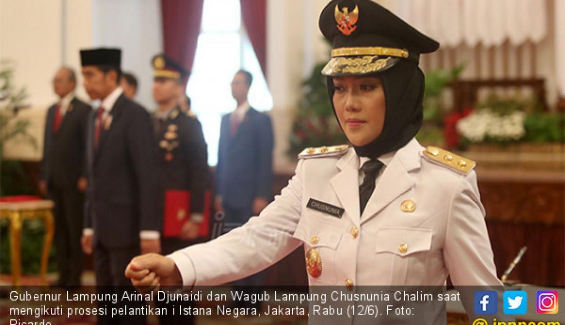 Gubernur Lampung Arinal Djunaidi dan Wagub Lampung Chusnunia Chalim saat mengikuti prosesi pelantikan i Istana Negara, Jakarta, Rabu (12/6). Foto: Ricardo - JPNN.com
