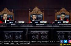 Sidang Putusan Sengketa Pilpres : MK Tolak Permohonan Prabowo - Sandiaga Seluruhnya - JPNN.com