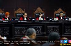 9 Hakim MK Kompak Tolak Permohonan Prabowo - Sandi - JPNN.com