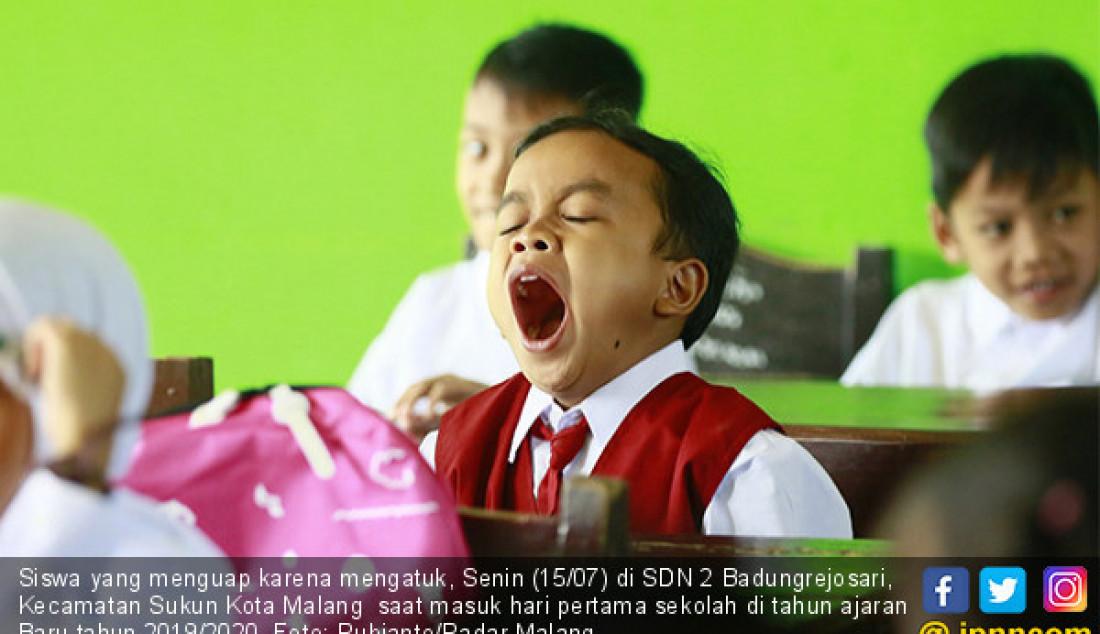 Siswa yang menguap karena mengatuk, Senin (15/07) di SDN 2 Badungrejosari, Kecamatan Sukun Kota Malang saat masuk hari pertama sekolah di tahun ajaran Baru tahun 2019/2020. Foto: Rubianto/Radar Malang - JPNN.com