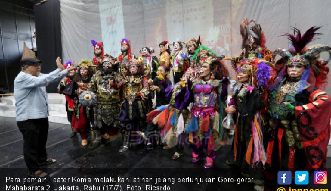 Para pemain Teater Koma melakukan latihan jelang pertunjukan Goro-goro: Mahabarata 2, Jakarta, Rabu (17/7). Foto: Ricardo - JPNN.com