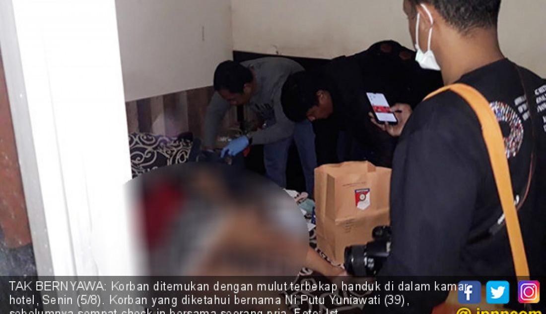 TAK BERNYAWA: Korban ditemukan dengan mulut terbekap handuk di dalam kamar hotel, Senin (5/8). Korban yang diketahui bernama Ni Putu Yuniawati (39), sebelumnya sempat check in bersama seorang pria. Foto: Ist - JPNN.com