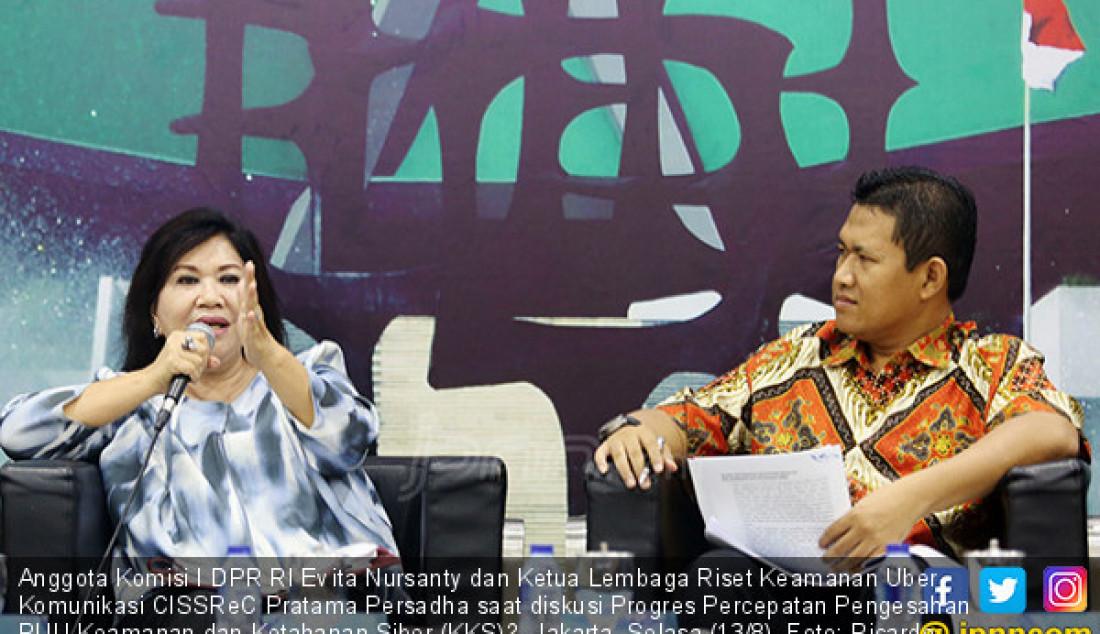 Anggota Komisi I DPR RI Evita Nursanty dan Ketua Lembaga Riset Keamanan Uber Komunikasi CISSReC Pratama Persadha saat diskusi Progres Percepatan Pengesahan RUU Keamanan dan Ketahanan Siber (KKS)?, Jakarta, Selasa (13/8). Foto: Ricardo - JPNN.com