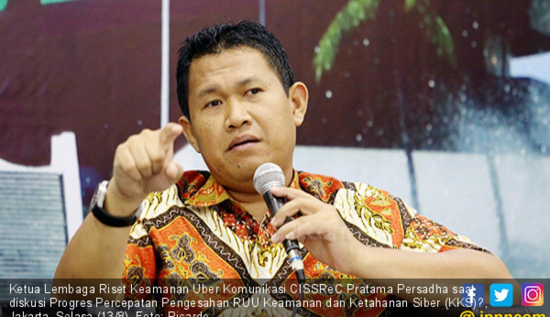 Ketua Lembaga Riset Keamanan Uber Komunikasi CISSReC Pratama Persadha saat diskusi Progres Percepatan Pengesahan RUU Keamanan dan Ketahanan Siber (KKS)?, Jakarta, Selasa (13/8). Foto: Ricardo - JPNN.com