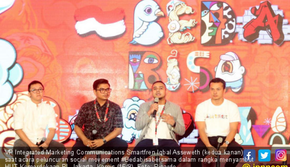 VP Integrated Marketing Communications Smartfren Iqbal Asseweth (kedua kanan) saat acara peluncuran social movement #Bedabisabersama dalam rangka menyambut HUT Kemerdekaan RI, Jakarta, Kamis (15/8). Foto: Ricardo - JPNN.com