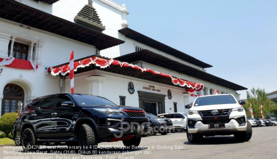 Komunitas ID42NER saat Anniversary ke 4 ID42NER Chapter Bandung di Gedung Sate, Bandung, Jawa Barat, Sabtu (31/8). Diikuti 80 kendaraan gabungan dari Jabodetabek, Sukabumi, Banten dan Tangerang. Foto: Ricardo - JPNN.com
