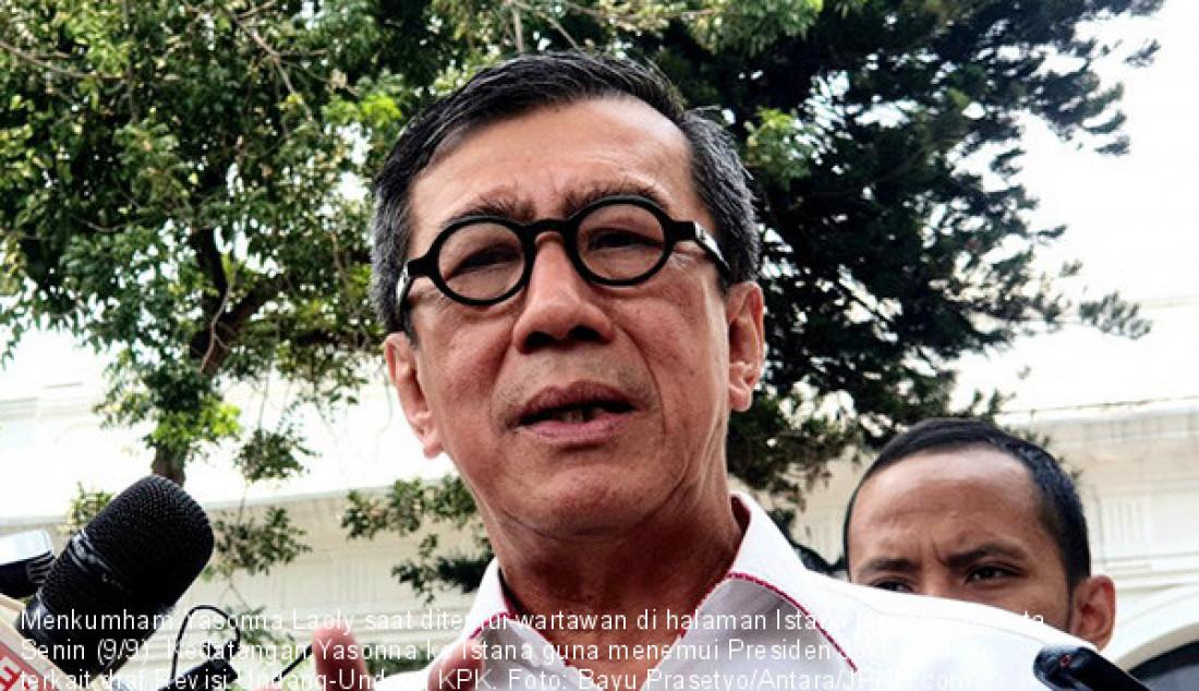 Menkumham Yasonna Laoly saat ditemui wartawan di halaman Istana Negara, Jakarta, Senin (9/9). Kedatangan Yasonna ke Istana guna menemui Presiden Joko Widodo terkait draf Revisi Undang-Undang KPK. Foto: Bayu Prasetyo/Antara/JPNN.com - JPNN.com