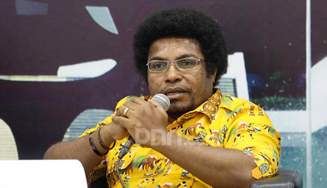 Senator asal Papua Barat Mervin S Komber saat diskusi Membedah UU Otsus Papua, Telaah Upaya Pemerintah Redam Konflik di Bumi Cendrawasih, Jakarta, Selasa (10/9). Foto: Ricardo - JPNN.com