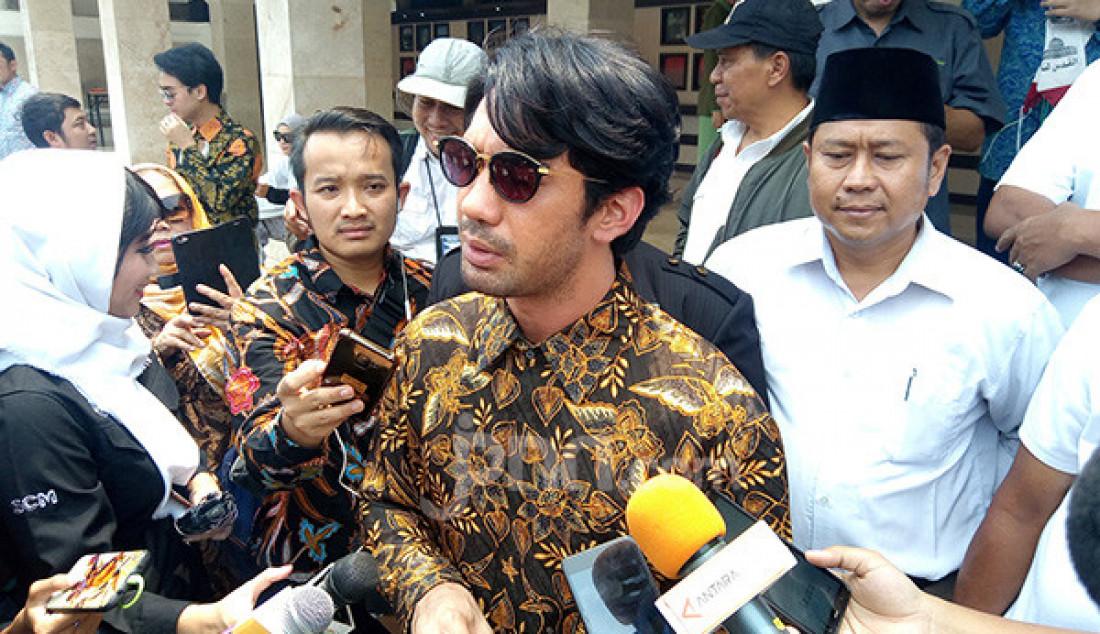 Reza Rahadian Antarkan BJ Habibie ke Peristirahatan - JPNN.com