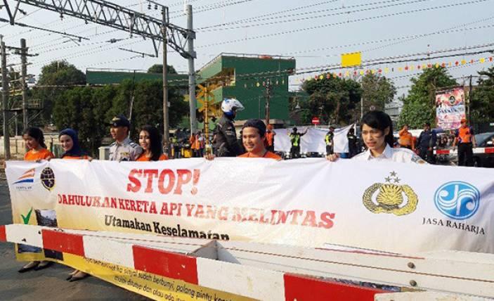 PT KAI Sosialisasikan Keselamatan di Perlintasan Sebidang - JPNN.com