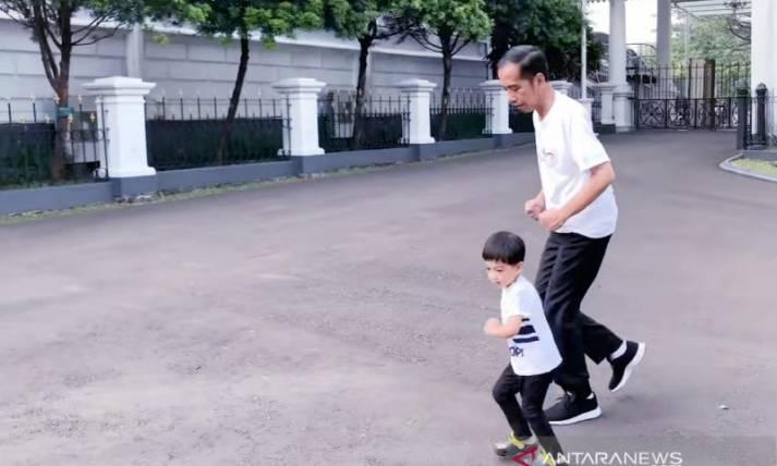 Olahraga Pagi Bersama Jan Ethes dan Jokowi - JPNN.com