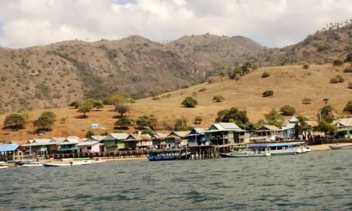 Warga Tolak Penutupan Pulau Komodo - JPNN.com