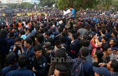 BACA! Ini Daftar Fasilitas Publik di Jakarta yang Rusak Saat Demo Mahasiswa - JPNN.com