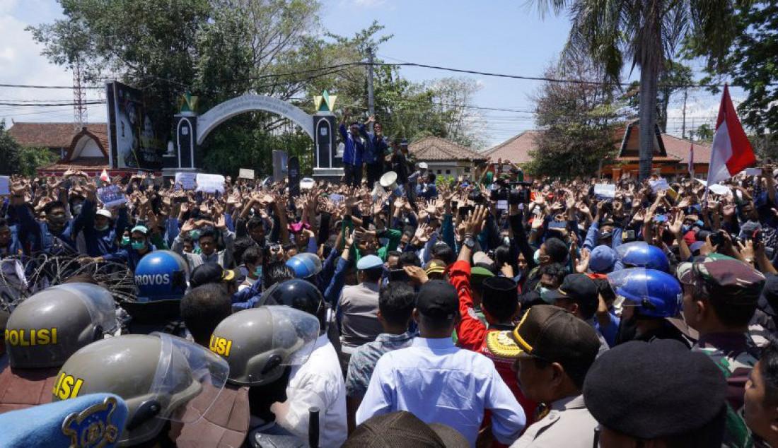 Mahasiswa dan Masyarakat Serbu DPRD NTB - JPNN.com