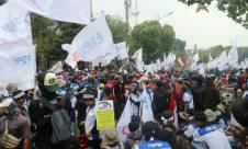 Ribuan Buruh Padati Jalan Gatot Subroto - JPNN.com