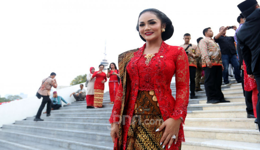 Anggota DPR Krisdayanti - JPNN.com