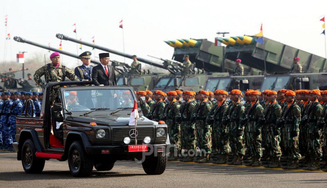 Presiden Joko Widodo Pimpin Upacara HUT TNI ke-74 - JPNN.com