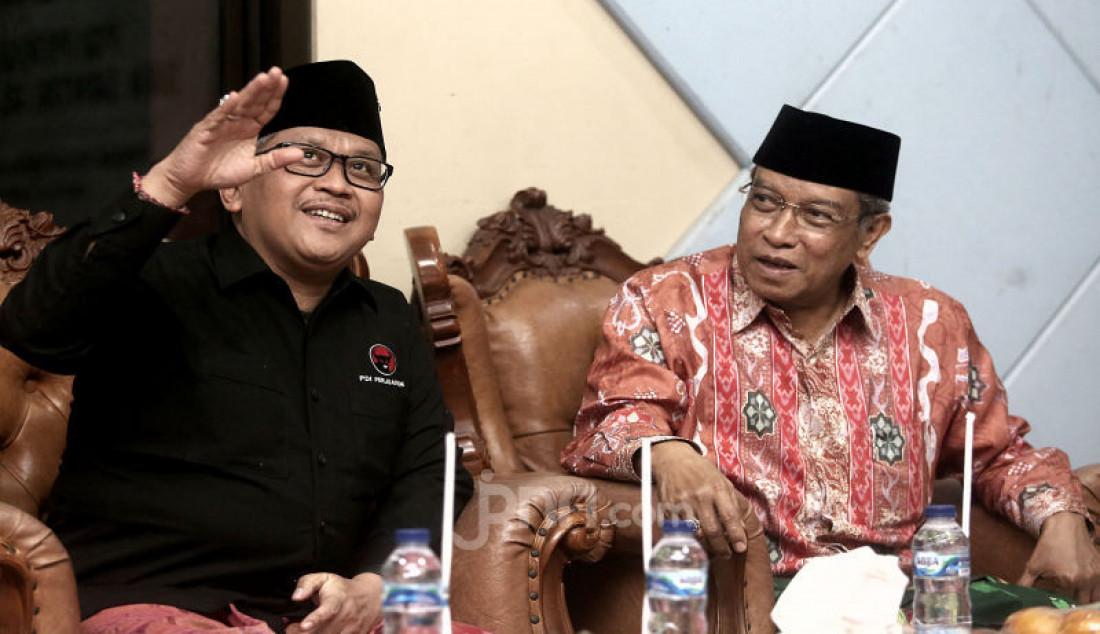 Ketua Umum PBNU Saiq Aqil Siradj saat menerima kunjungan Sekjen PDI Perjuangan Hasto Kristiyanto di Pondok Pesantren Luhur Al Tsaqafah, Jakarta, Selasa (8/10). Foto: Ricardo - JPNN.com