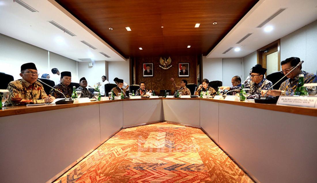 Ketua MPR Bambang Soesatyo bersama sembilan wakil pimpinan MPR mengadakan rapat Pimpinan MPR, Jakarta, Rabu (9/10). Rapat membahas persiapan pelantikan Presiden dan Wapres, alat kelengkapan MPR, pembagian tugas pimpinan MPR serta anggaran MPR 2019-2020. Foto: Ricardo - JPNN.com