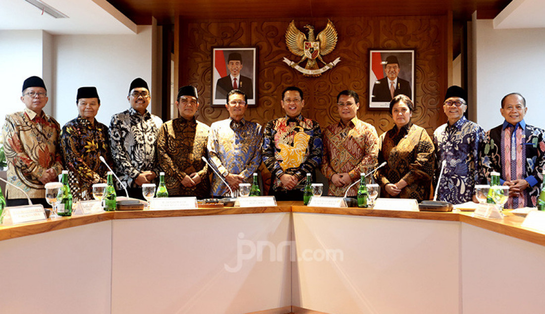 Ketua MPR Bambang Soesatyo bersama sembilan wakil pimpinan MPR mengadakan rapat Pimpinan MPR, Jakarta, Rabu (9/10). Foto: Ricardo - JPNN.com