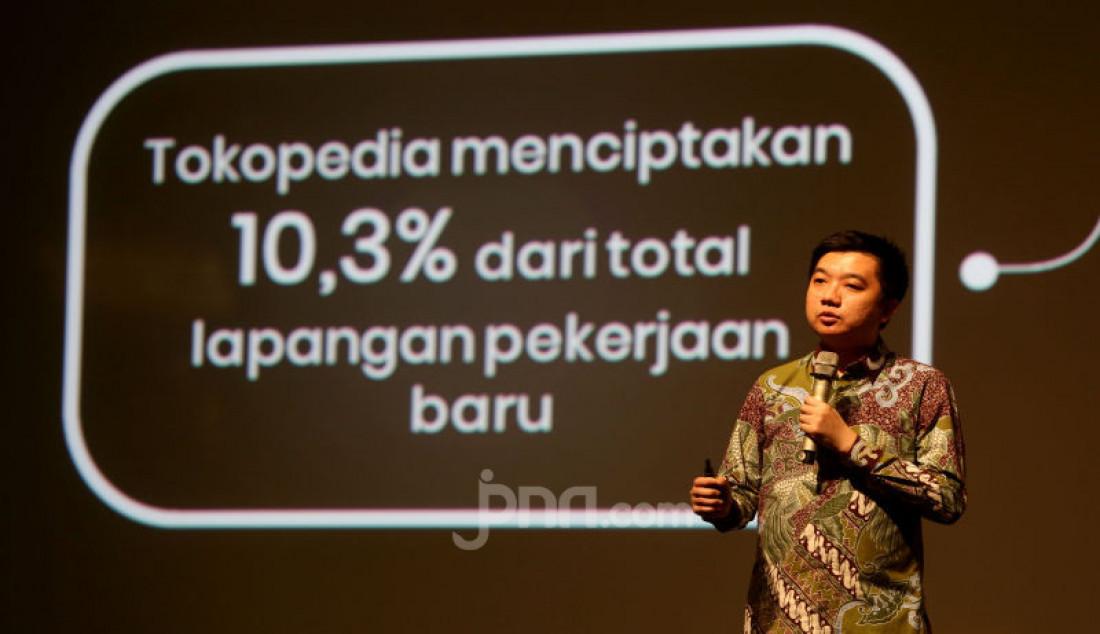 CEO Tokopedia William Tanuwijaya menjelaskan mengenai beberapa hasil riset LPEM FEB UI dalam diskusi publik bertajuk Dampak Tokopedia terhadap Perekonomian Indonesia, Jakarta, Kamis (10/10). Foto: Ricardo - JPNN.com
