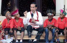 Cara Presiden Jokowi Bayar Janji kepada Anak-anak Papua - JPNN.com