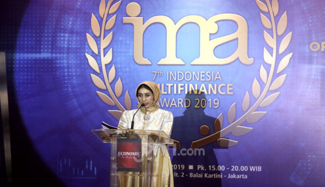 Pendiri Economic Review Irlisa Rachmadiana saat penganugerahan Indonesia Multifinance Award-VII-2019 dengan tema Opprtunities & Challenges For Finance Companies In The New Economy & Digital Finance Era, Jakarta, Jumat(11/10). Foto: Ricardo - JPNN.com