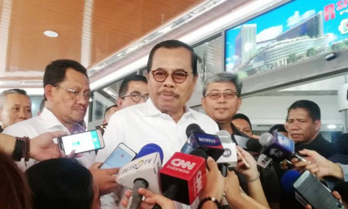Jaksa Agung HM Prasetyo Jenguk Wiranto - JPNN.com