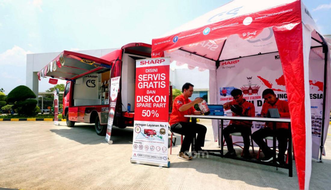 PT Sharp Electronics Indonesia meluncurkan armada layanan purna jual Sharp Mobile Service Station (SMSS). Ruang dalam armada sebagai ruangan servis dan memaksimalkan kenyamanan pelanggan saat melihat produk yang di pamerkan. Foto: Ricardo - JPNN.com