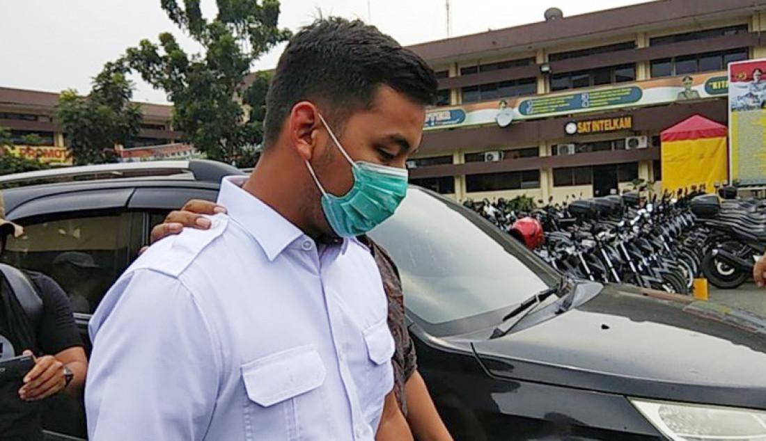 Ajudan Wali Kota Medan, Aidil Putra usai diperiksa di Makopolrestabes Medan, Rabu (16/10). Foto: Nur Apriliani/ANTARA/JPNN.com - JPNN.com
