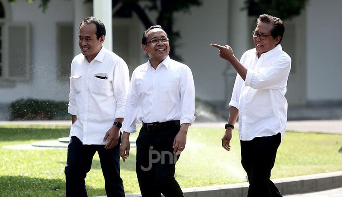 Fadjroel Rachman saat keluar dari komplek Istana Negara, Jakarta, Senin (21/10). Foto: Ricardo - JPNN.com