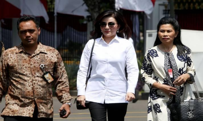 Bupati Minahasa Selatan Christiany Eugenia Tetty Paruntu - JPNN.com