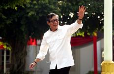 Akhirnya Yasonna Laoly Hadir, Pakai Jaket, Berdampingan dengan Tito Karnavian - JPNN.com