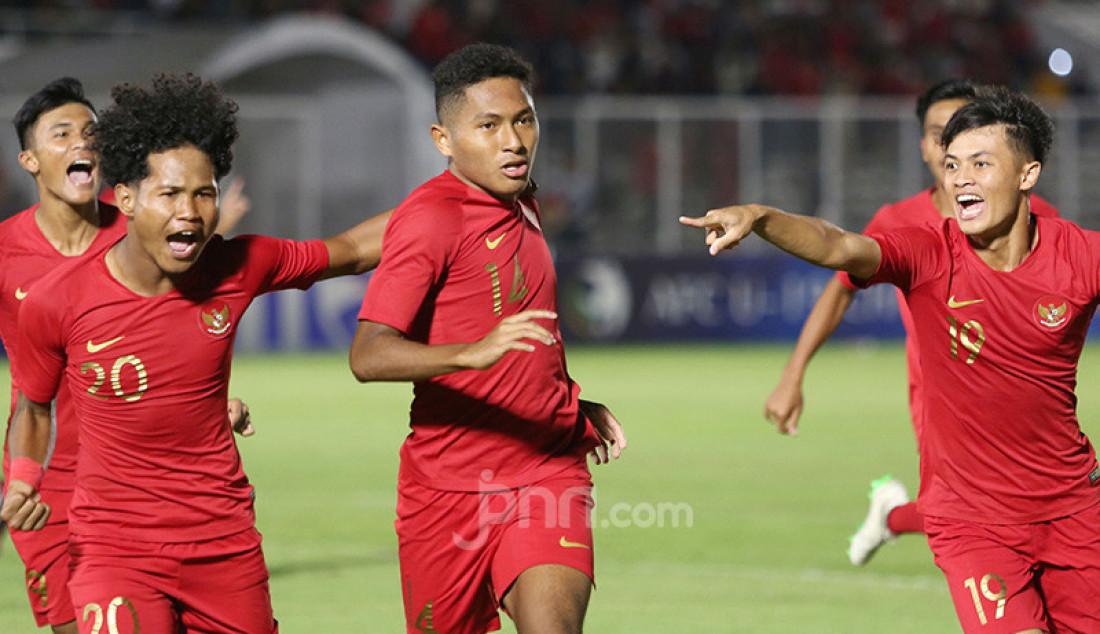 Pemain U-19 Indonesia Muhammad Fajar Fathur (14) melakukan selebrasi usai mencetak gol ke gawang Timor Leste pada Kualifikasi AFC U-19 Championship 2020 di Stadion Madya, Jakarta, Rabu (6/11). U-19 Indonesia menang atas lawannya dengan skor 3-1. Foto: Ricardo - JPNN.com