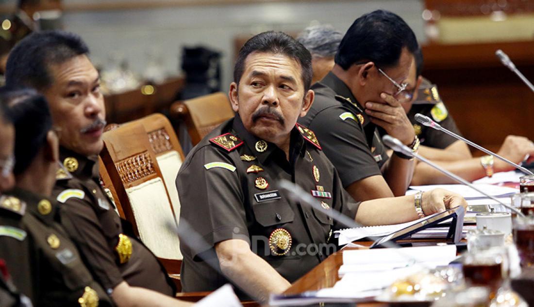 Jaksa Agung ST Baharuddin mengikuti raker dengan Komisi III DPR, Jakarta, Kamis (7/11). Raker tersebut membahas rencana strategi Kejaksaan Agung dan hasil pemeriksaan semester I Tahun 2019. Foto: Ricardo - JPNN.com